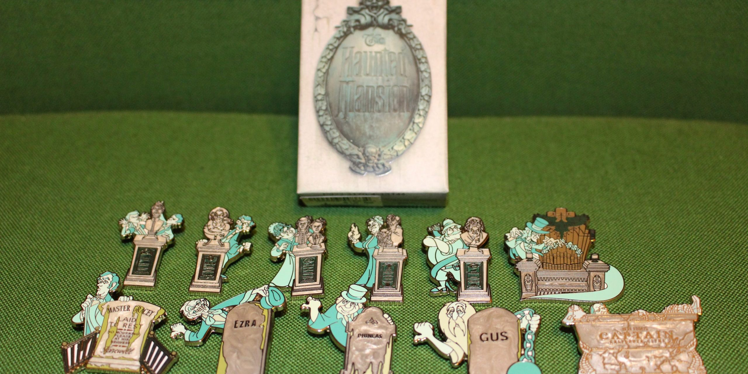 Disney Parks Haunted Mansion Glow in the Dark Mystery Set Pin Box NEW