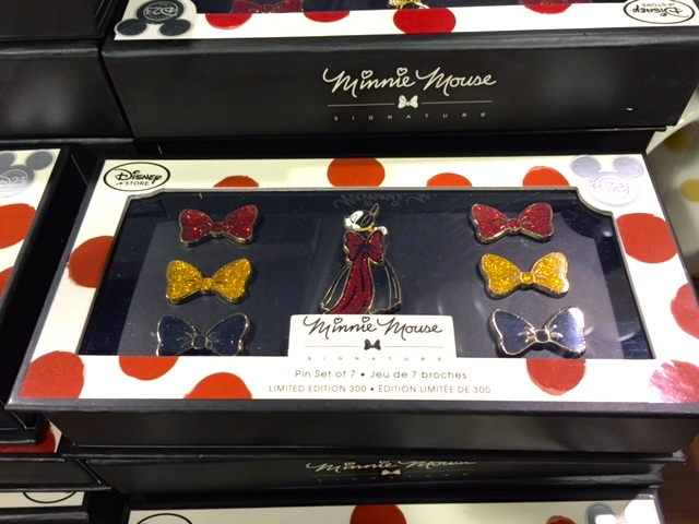 Minnie Mouse Signature Boxed Pin Set
