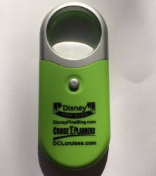 disney-pin-event-led-magnifying-glass