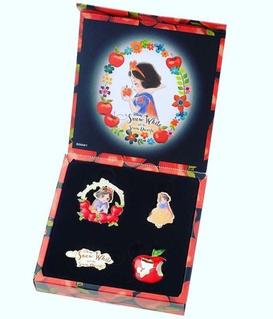 Japan Disney Store Snow White Pin Set