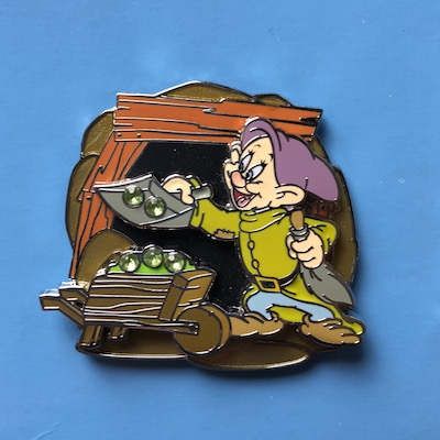 Dopey Pack Pack Pin