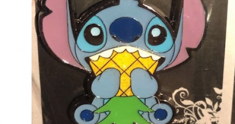 Stitch eating pineapple