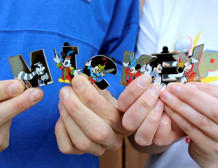 Mickey Pop-Up Disney Pin Set