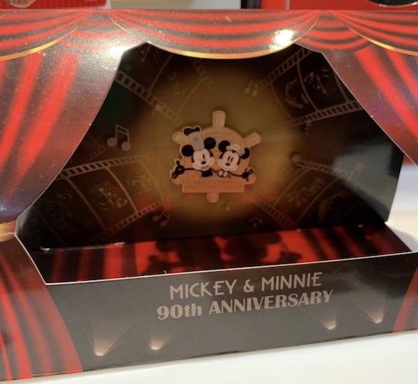 Mickey & Minnie 90th Anniversary Disney Card Club Pin