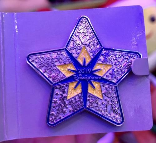Disney Visa Cardmember Holiday 2019 Event Pin
