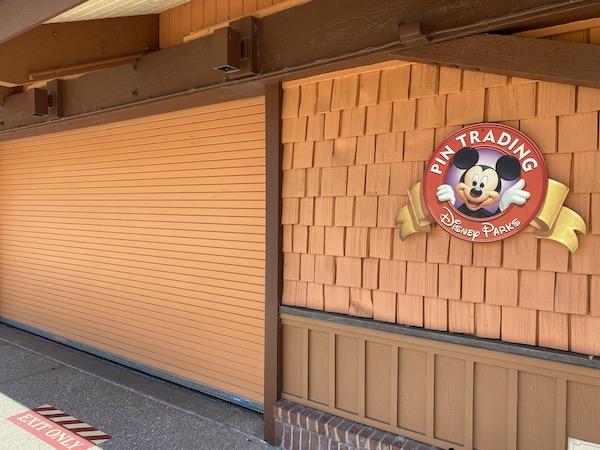Closed Disney's Pin Traders Store at Disney Springs