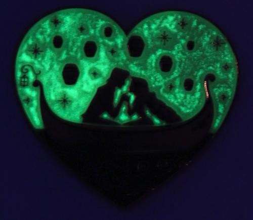 Tangled Rapunzel & Flynn Heart Glow Pin