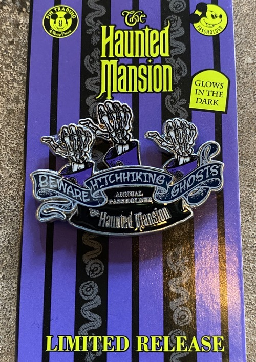 The Haunted Mansion Hitchhiking Ghosts 2020 Passholder Pin