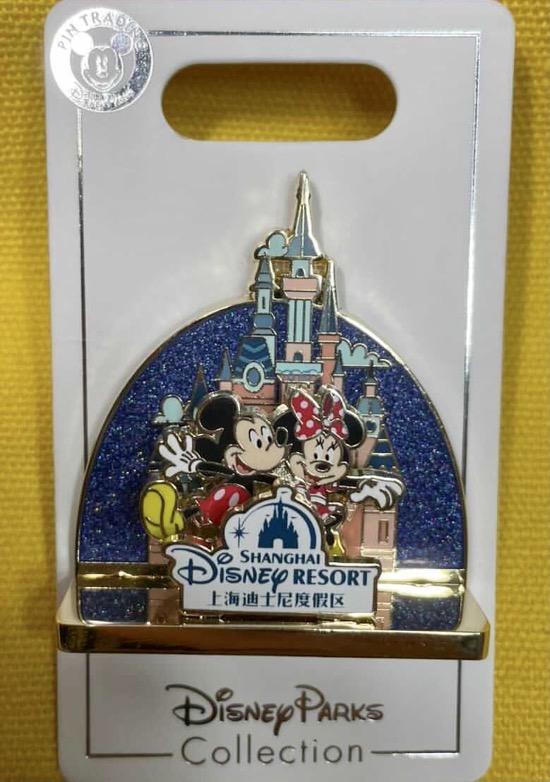 Mickey & Minnie Shanghai Diorama Pin